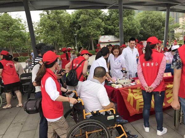 厦门眼科中心漳州眼科医院助残日为残疾人送光明